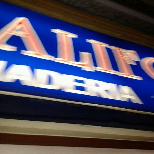 Foto tirada no(a) Mall del Sur por Christian A. em 12/7/2012