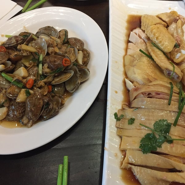 Photo taken at Five Star Hainanese Chicken Rice by Gee C. on 11/5/2017