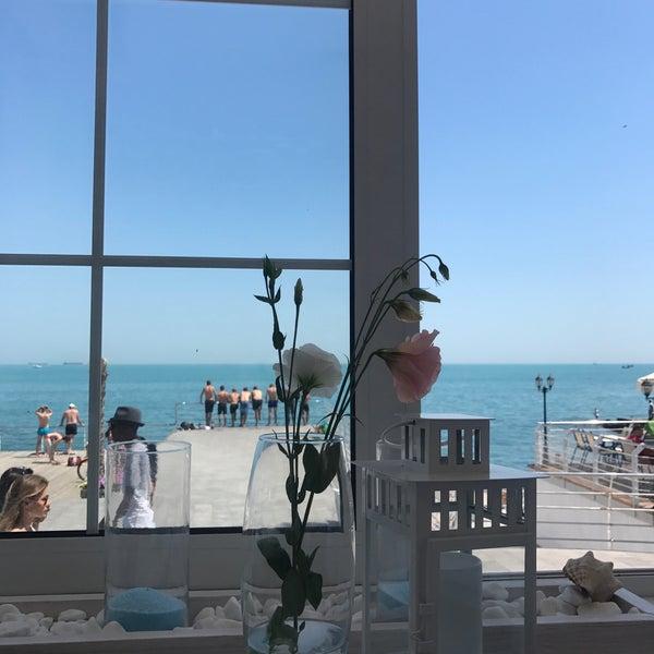 Снимок сделан в Terrace. Sea view пользователем Lolita U. 7/21/2017