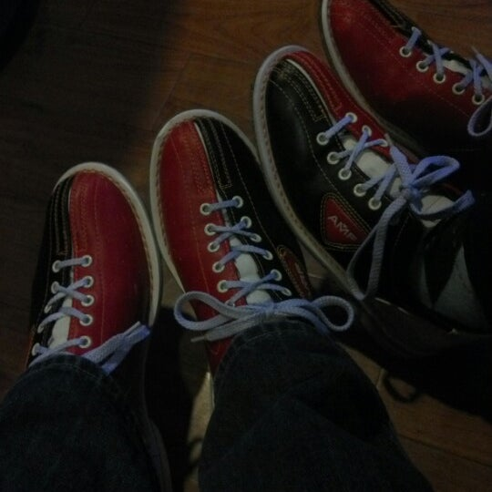 Photo taken at Bowlmor Rockville by Gregory S. on 10/6/2012
