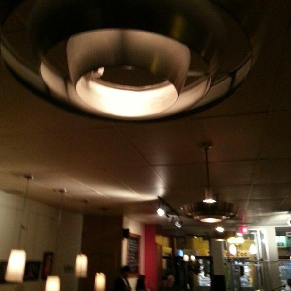 10/13/2013 tarihinde Denis B.ziyaretçi tarafından Café Lézard'de çekilen fotoğraf