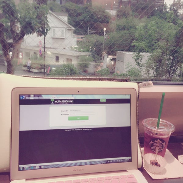 Photo taken at Starbucks by Cloris P. on 5/10/2013