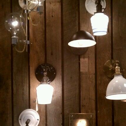 11/17/2012 tarihinde Rob E.ziyaretçi tarafından Schoolhouse Electric & Supply Co.'de çekilen fotoğraf
