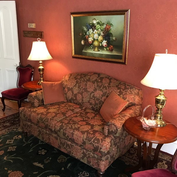 the queen victoria bed and breakfast cape may nj. Black Bedroom Furniture Sets. Home Design Ideas