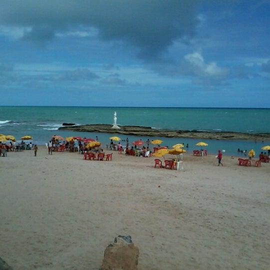Foto tirada no(a) Praia Mirante da Sereia por Ricardo F. em 12/31/2012