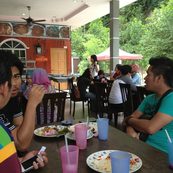 Photo taken at Restoran D'Warisan by Nadeea A. on 10/6/2013