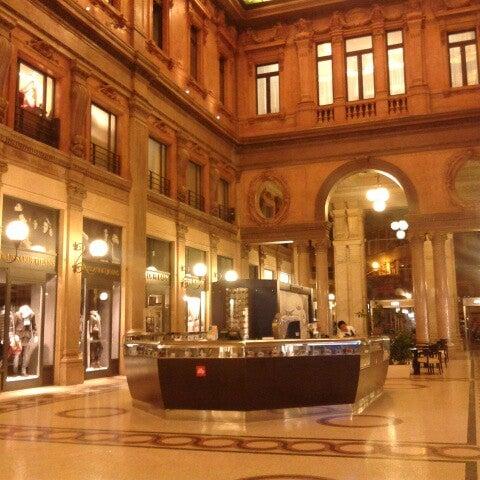 Foto scattata a Galleria Alberto Sordi da Aiah A. il 9/17/2012