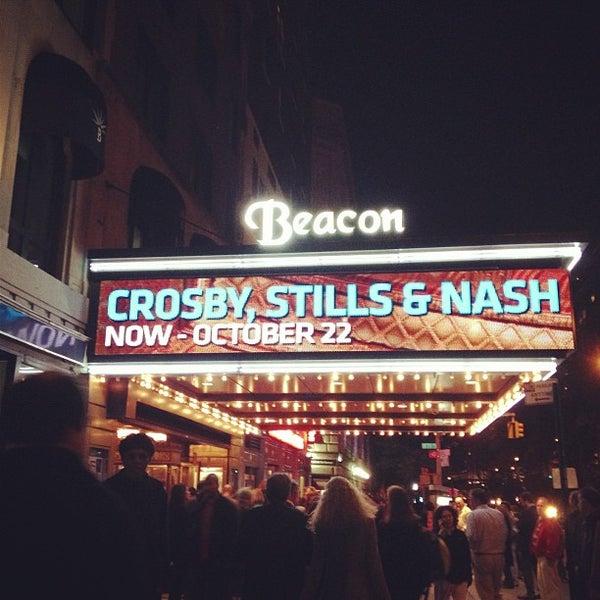 รูปภาพถ่ายที่ Beacon Theatre โดย Karen D. เมื่อ 10/18/2012