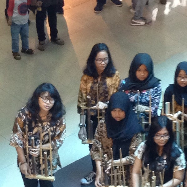 Photo taken at Bandung Trade Centre - BTC Fashion Mall by Agas J. on 10/1/2016