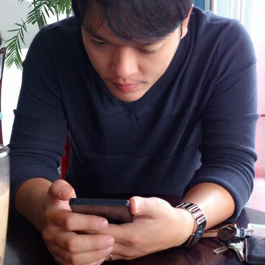 Photo taken at Highlands Coffee by Hoàng N. on 11/23/2013