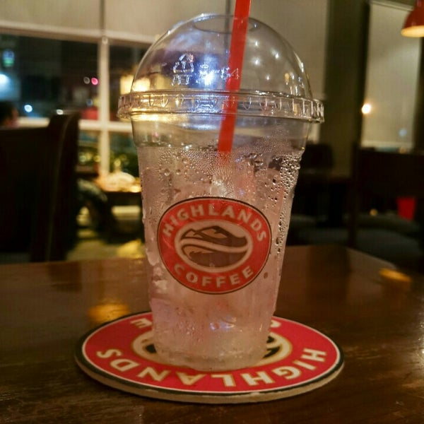 Photo taken at Highland Coffee @ BIG C by Hoàng N. on 6/24/2015
