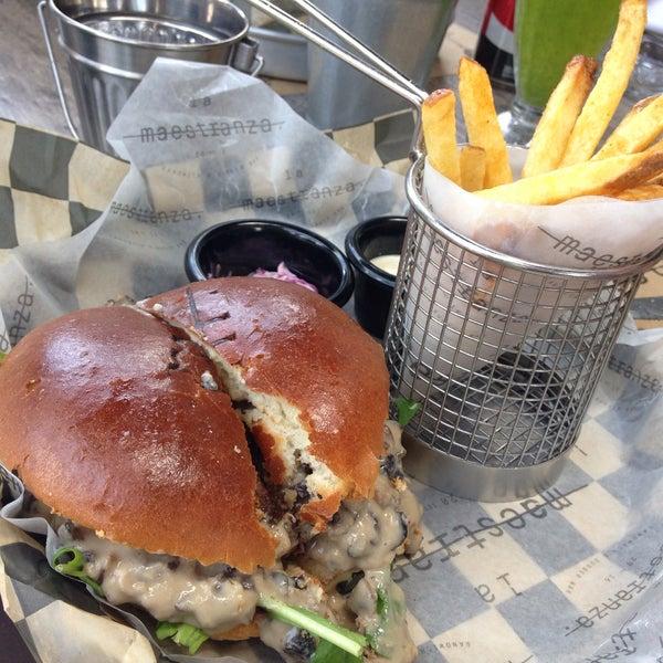 Foto tomada en La Maestranza Sandwich & Burger Bar por Sole L. el 11/21/2016