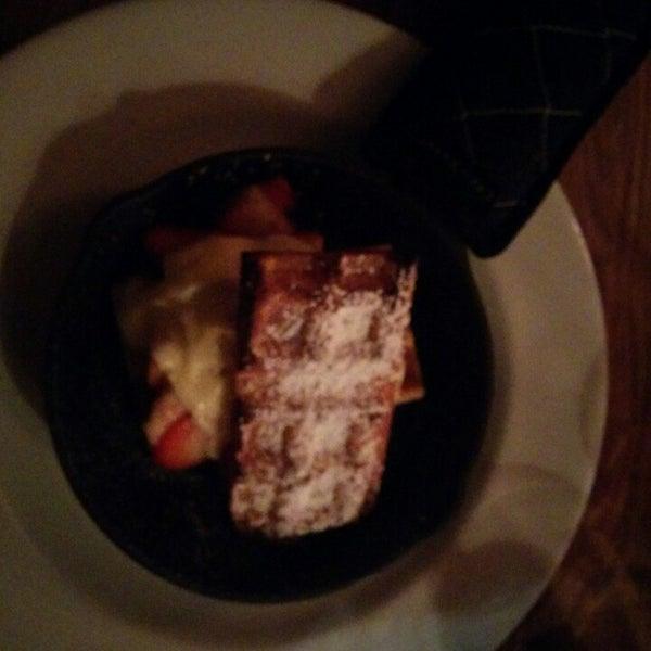 Photo taken at Left Coast Kitchen & Cocktails by i am ta'raaaahhhh 🍬🍭 on 2/15/2014
