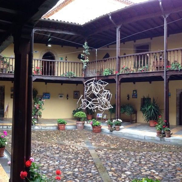 Foto tomada en Castillo de Valdés Salas por Oscar O. el 8/12/2013