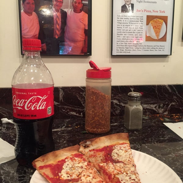 Foto tomada en Joe's Pizza por Nathaly A. el 10/22/2017
