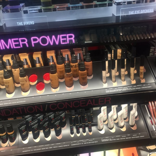 Photo taken at SEPHORA by Hanyi M. on 12/13/2016