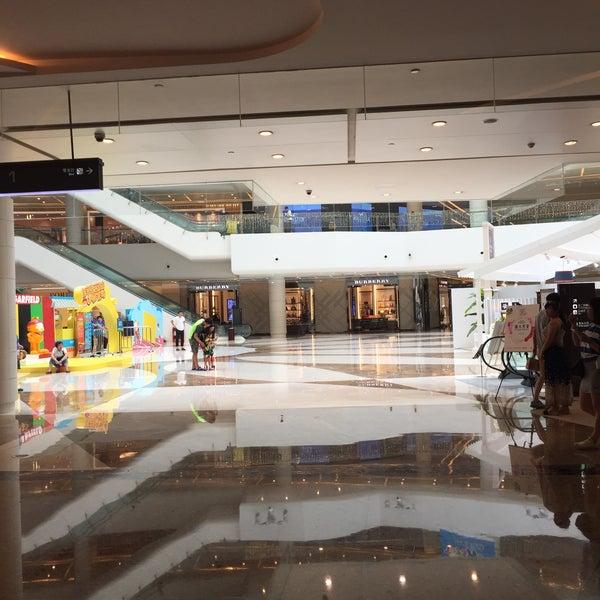 Photo taken at 银河国际购物中心 Galaxy Mall by Hanyi M. on 8/1/2016