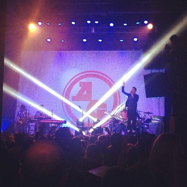 รูปภาพถ่ายที่ Summit Music Hall โดย Monika M. เมื่อ 3/29/2013