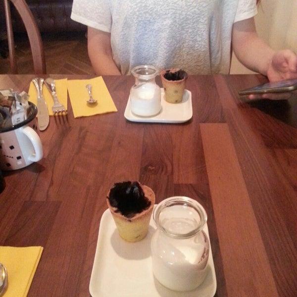 10/7/2015 tarihinde Ebru U.ziyaretçi tarafından MEG Cafe'de çekilen fotoğraf