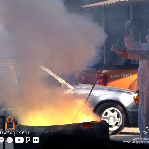 รูปภาพถ่ายที่ โรงปั้นพระอุดรธานี โดย นรพล โ. เมื่อ 10/13/2018