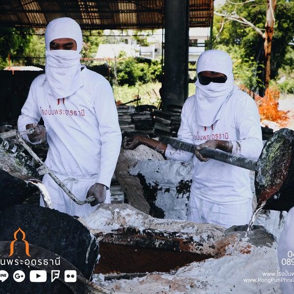 รูปภาพถ่ายที่ โรงปั้นพระอุดรธานี โดย นรพล โ. เมื่อ 4/11/2018