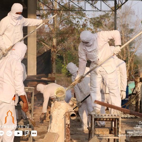 รูปภาพถ่ายที่ โรงปั้นพระอุดรธานี โดย นรพล โ. เมื่อ 1/30/2018