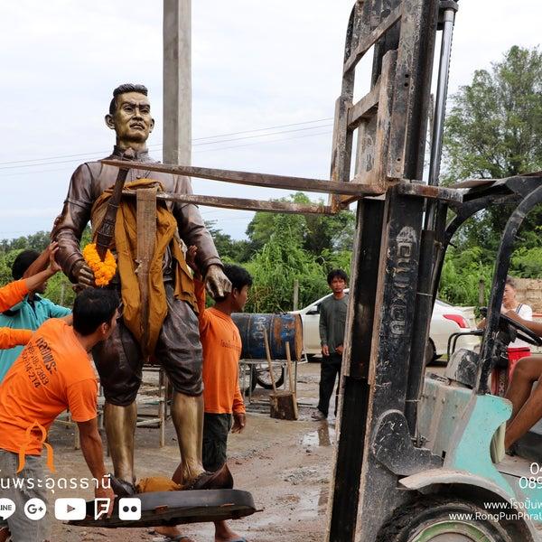 รูปภาพถ่ายที่ โรงปั้นพระอุดรธานี โดย นรพล โ. เมื่อ 8/20/2018
