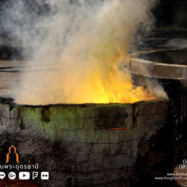รูปภาพถ่ายที่ โรงปั้นพระอุดรธานี โดย นรพล โ. เมื่อ 3/7/2018