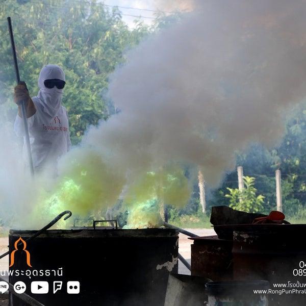 รูปภาพถ่ายที่ โรงปั้นพระอุดรธานี โดย นรพล โ. เมื่อ 8/29/2018