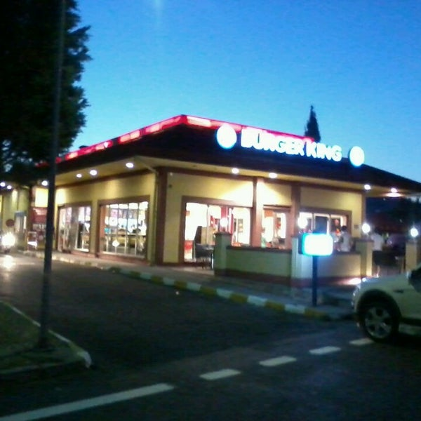Photo taken at Burger King by Uğur Y. on 7/30/2013