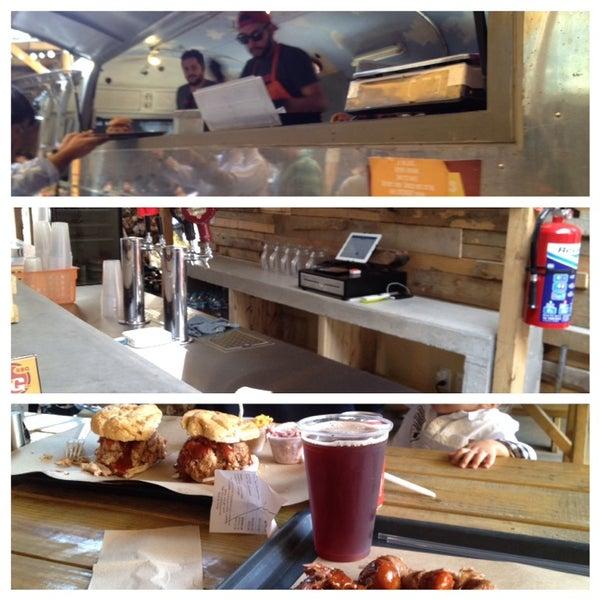 Foto tomada en Pinche Gringo BBQ Patio por Alfie D. el 8/30/2014