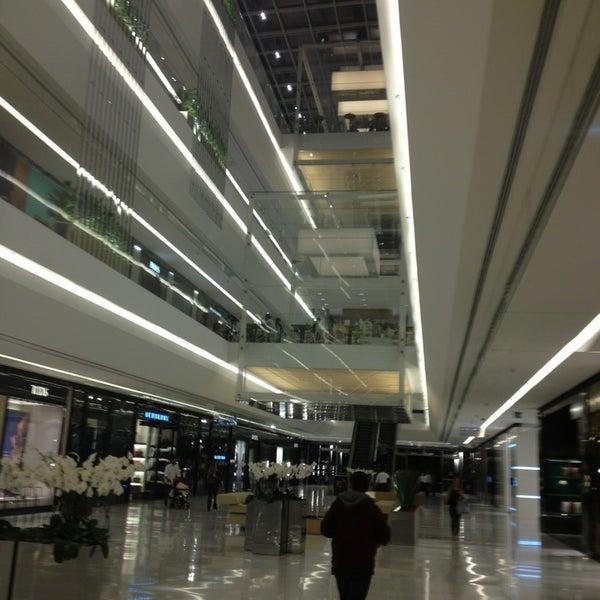 Photo taken at Shopping JK Iguatemi by Leonardo R. on 3/28/2013