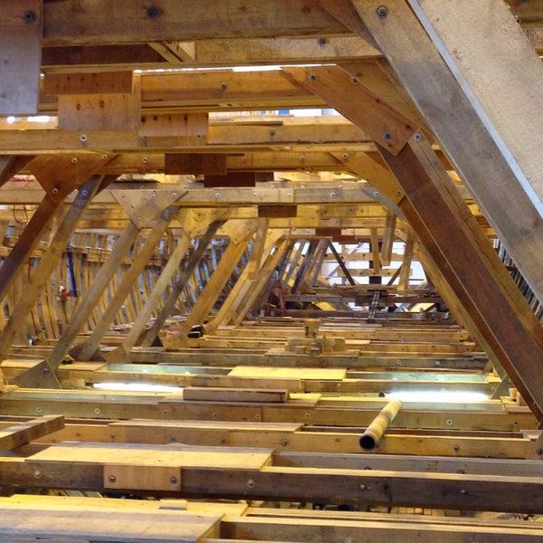 У нас классно - Лев рассказывает исторические анекдоты, посетители смеются и узнают много нового, строители строят, резчики вырезают, парусницы шьют паруса, судомоделисты делают модель в масштабе 1/12