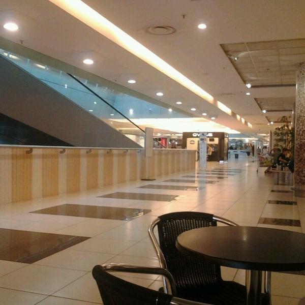 Foto scattata a Centro Commerciale Parco Leonardo da Suriel S. il 6/15/2013