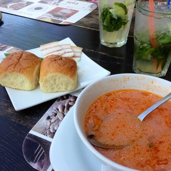 8/6/2013 tarihinde Дроздова А.ziyaretçi tarafından Café Bon Apрétit'de çekilen fotoğraf