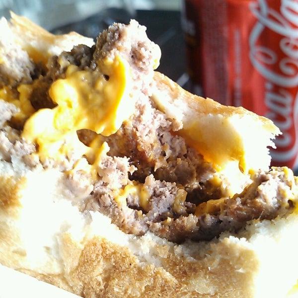 Foto tirada no(a) Brasil Burger por Lucas C. em 9/27/2013