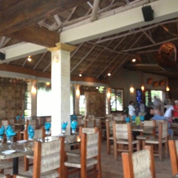 Nettes Restaurant an der Flussmündung des Rio Cuale mit Blick auf den Pazifik. Empfehlenswert zum Frühstücken.