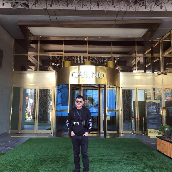 Photo taken at Seven Luck Casino by Santi K. on 10/28/2017