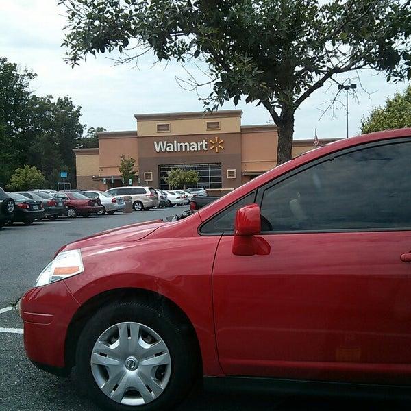 Das Foto wurde bei Walmart von rinux am 7/10/2013 aufgenommen