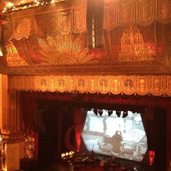 รูปภาพถ่ายที่ Beacon Theatre โดย Kate S. เมื่อ 4/20/2013