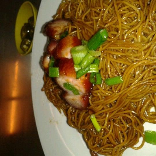 Photo taken at Restoran Chan Meng Kee (陈明记面家) by Ken T. on 10/10/2012