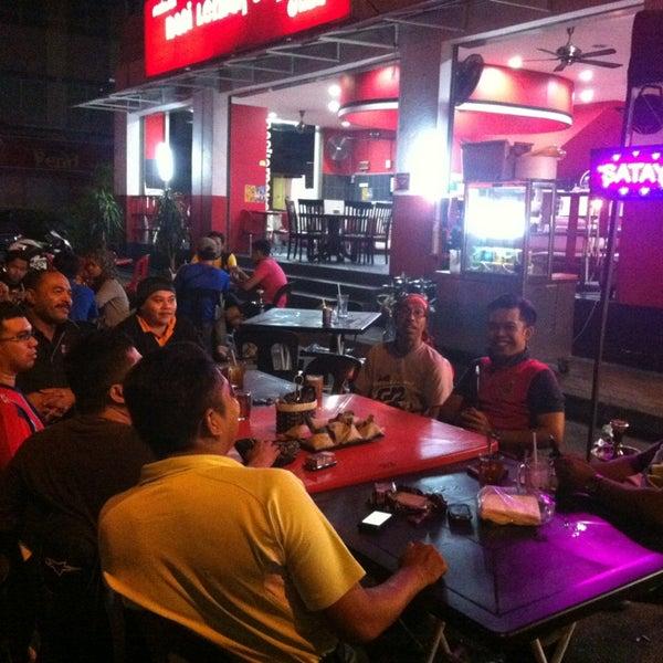 Photo taken at Nasi Lemak Cikgu by GaBaN GP G. on 12/28/2012