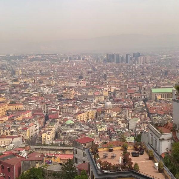 """Sicuramente una delle vedute dall'alto più belle di Napoli!!! Si vede tutta la città e la famosissima """"Spaccanapoli"""" oltre al Vesuvio , In più consiglio di visitate il museo!!!"""