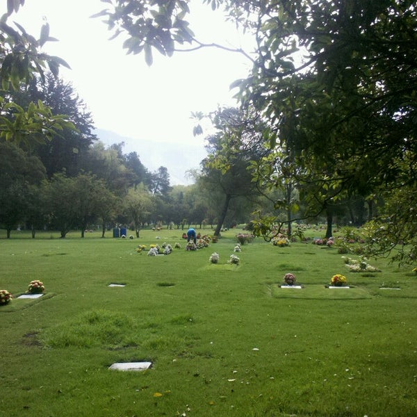 Parque cementerio jardines de paz usaqu n autopista norte for Cementerio jardin
