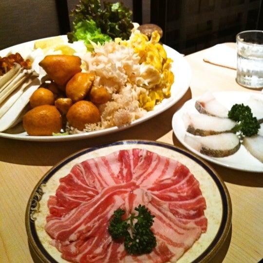 Photo taken at 天香回味 赤坂別館 by Naomi O. on 11/29/2012