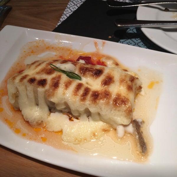 واحد من افضل المطاعم في برشلونة لابد تطلب codfish طعمه لذيذ جداً ❤️