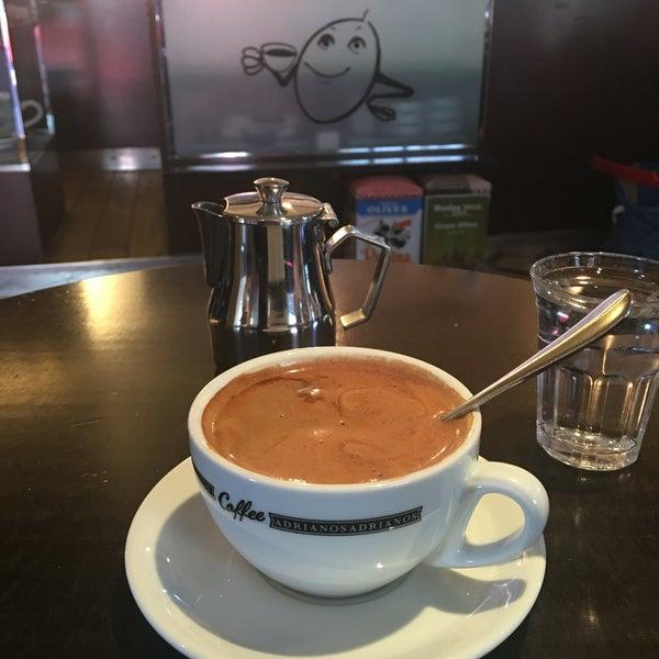 Das Foto wurde bei Adriano's Bar & Café von Ingvild M. am 5/5/2016 aufgenommen