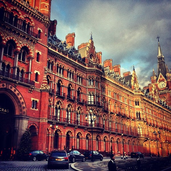 Photo taken at London St Pancras International Railway Station (STP) by Abdullah H. on 12/21/2012