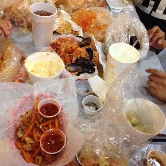 Photo taken at Hot N Juicy Crawfish by Chrystal on 9/14/2012