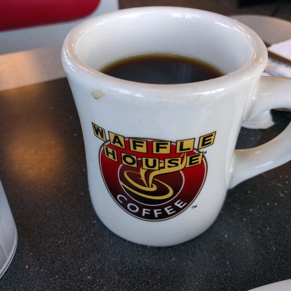 Photo taken at Waffle House by David on 10/19/2016